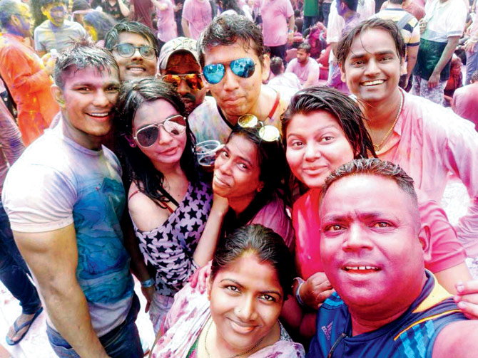India Tv - Sanjay Bairagi playing Holi with friends before death