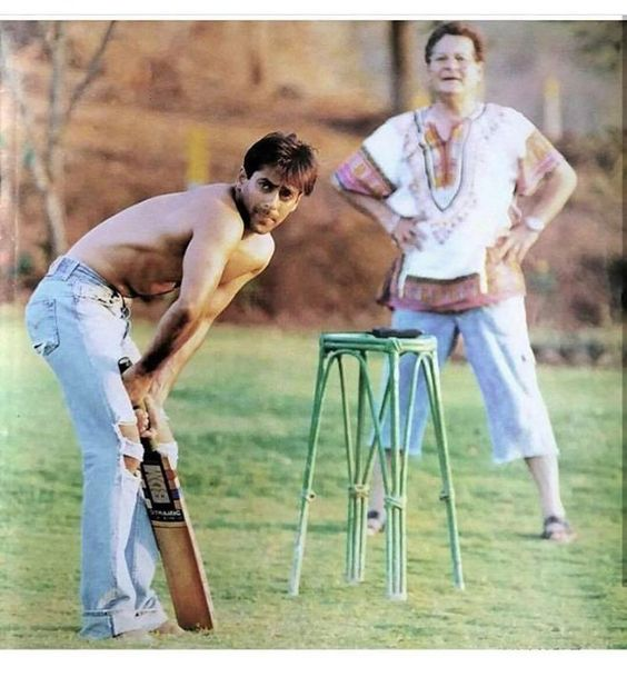 India Tv - Salman Khan playing cricket with dad Salim Khan.