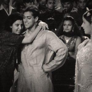 India Tv - Farah Khan hugs Salman Khan and Twinkle Khanna looks in awe on the sets of Jab Pyar Kisise Hota Hai