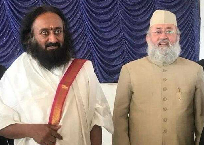 Sri Sri Ravi Shankar meets expelled AIMPLB member Salman