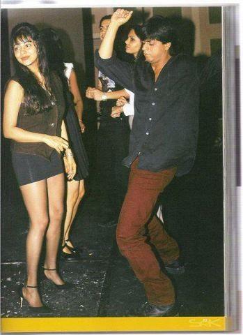 India Tv - SRK and wife Gauri burn the dance floor