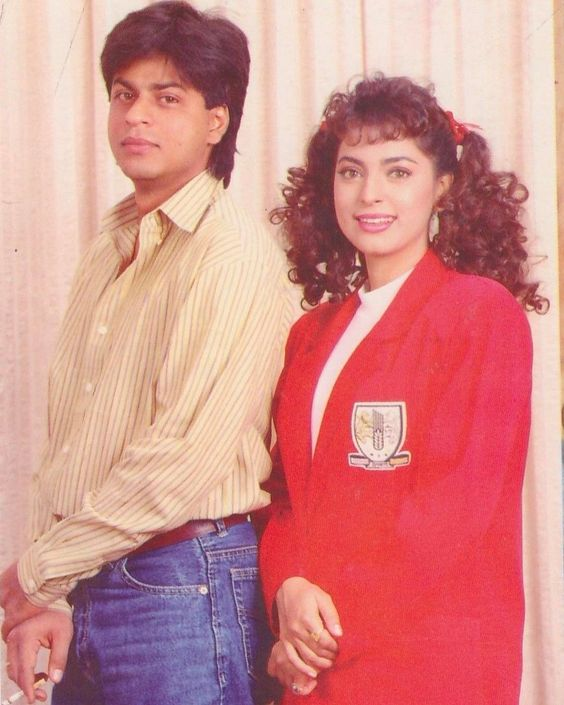 India Tv - 90s hit jodi Shah Rukh Khan and Juhi Chawla pose for a cute photoshoot.