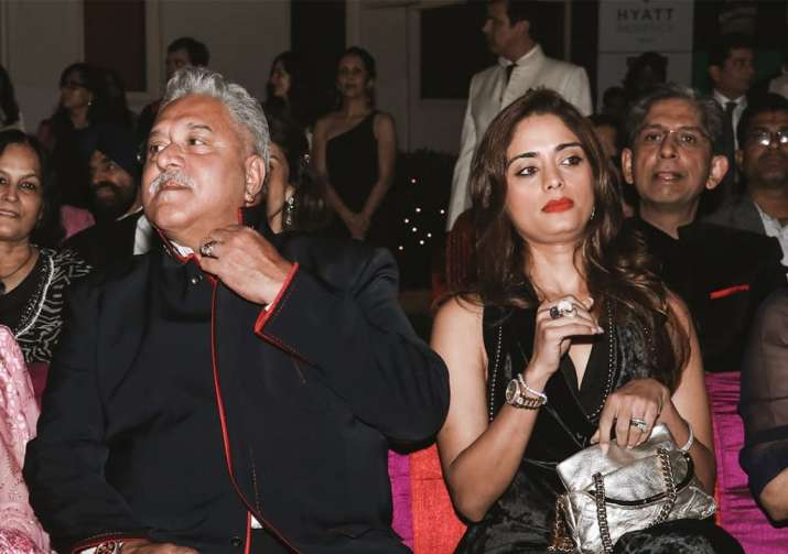 India Tv - Pinky was seen many times with Mallya's mother and is very close to his family.