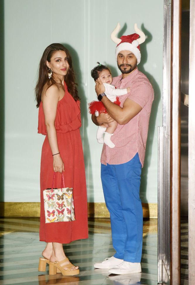 India Tv - Kunal Kemmu with daughter