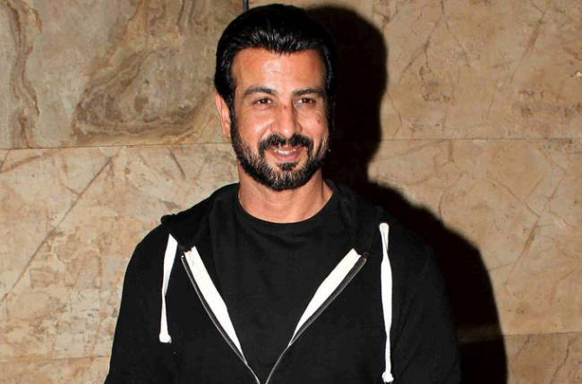 Ronit Roy opens up on keeping away from TV