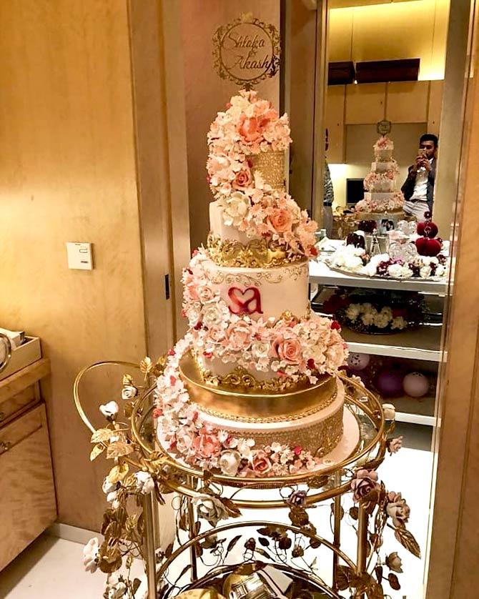 India Tv - Akash Amabani and Shloka Mehta's engagement cake.
