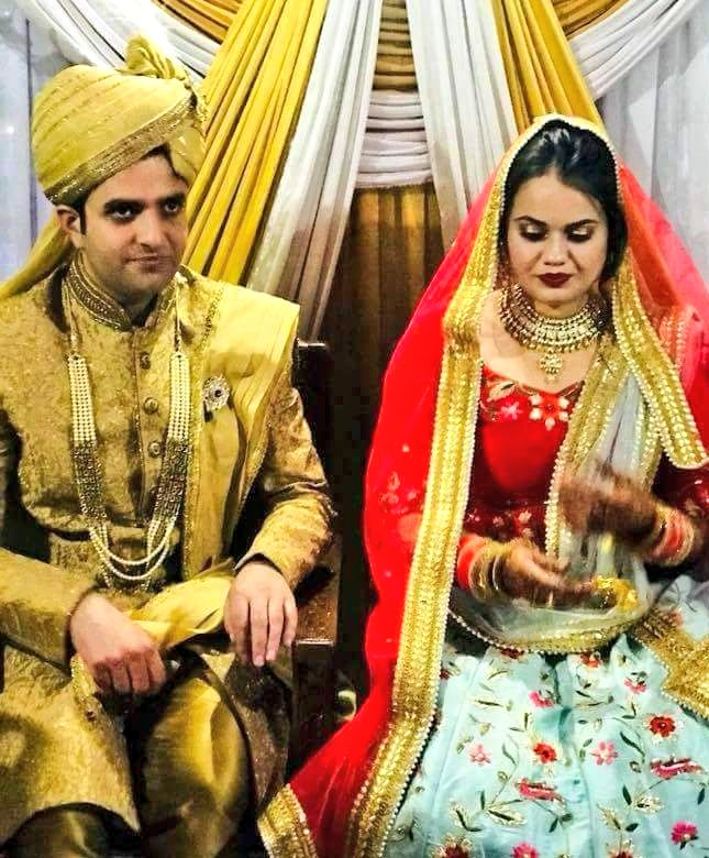 India Tv - Athar was wearing a golden sherwani while Tina was dressed in red, in wedding ceremony in Kashmir