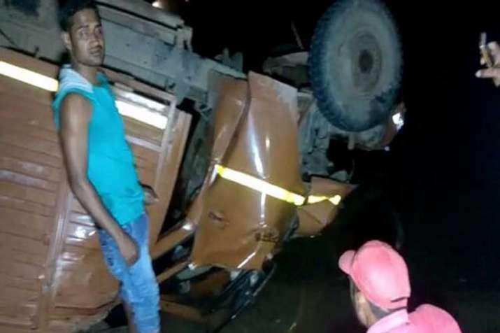 The mini-truck fell off theJogdahabridge near Amelia