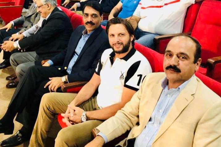 Pakistan cricketer Shahid Afridi with DG ISPR Asif Ghafoor