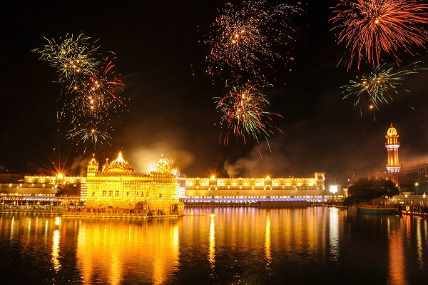 Fireworks at Golden Temple on the occasion of Baisakhi