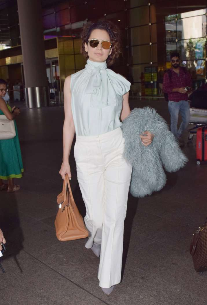 India Tv - Kangana Ranaut's airport look