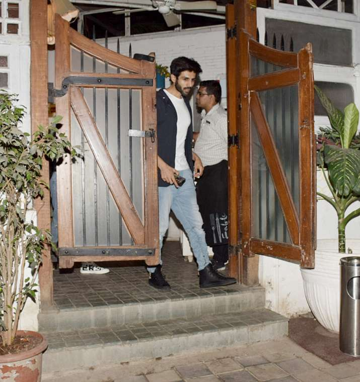 India Tv - Kartik Aaryan with gf