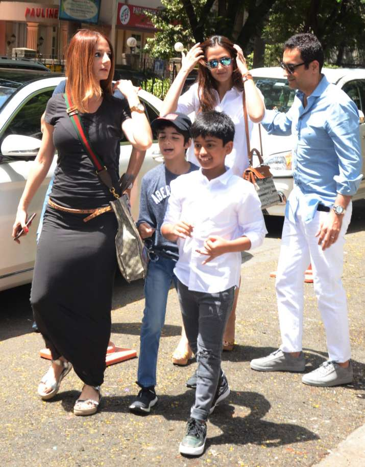 India Tv - Sussanne Khan with kids