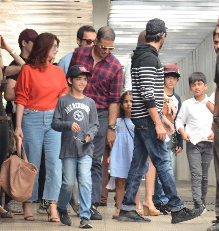 India Tv - hrithik roshan and akshay kumar family