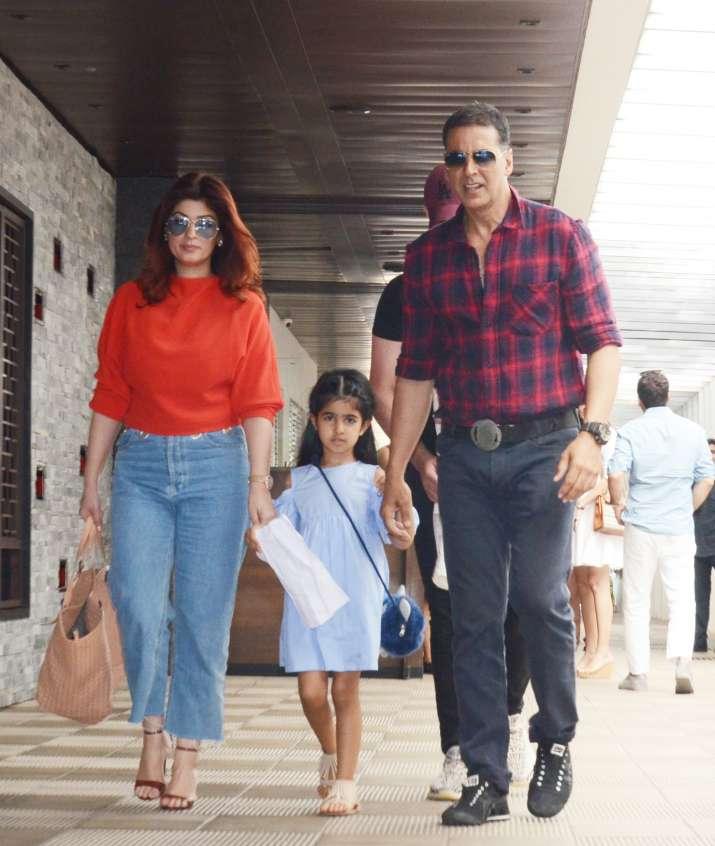India Tv - Akshay Kumar with family