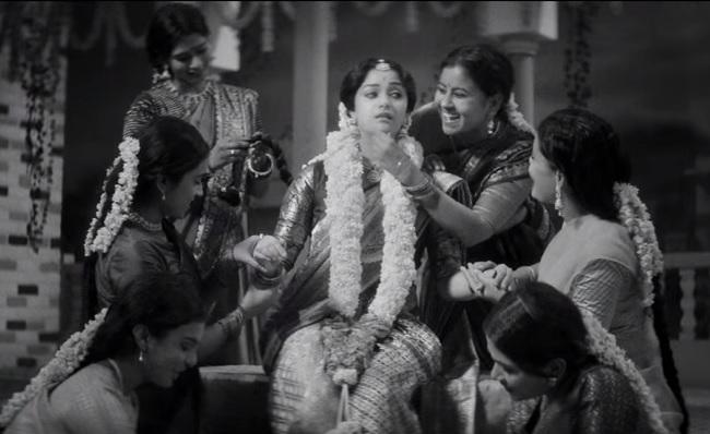 Keerthy Suresh wows as Savitri in Mahanti teaser