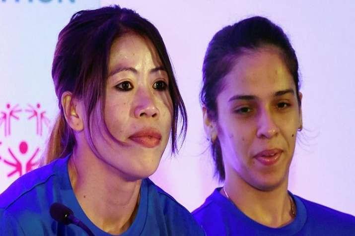 Boxer Mary Kom with Badminton star Saina Nehwal. (File