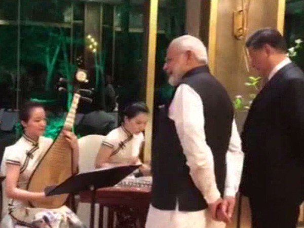 Modi-Jinping enjoy Bollywood rendition in Wuhan
