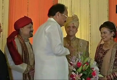 India Tv - Vice President Venkaiah Naidu gives his good wishes to the IAS couple for a great future ahead.