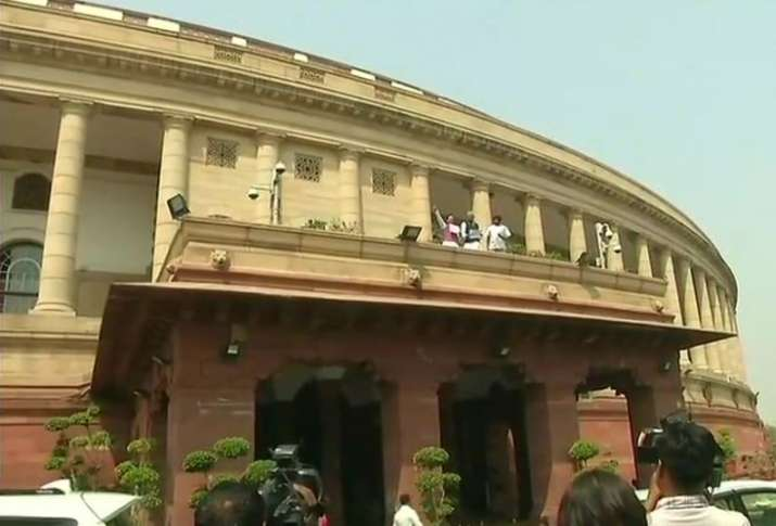 Congress MPs raise slogans from Parliament's roof to demand
