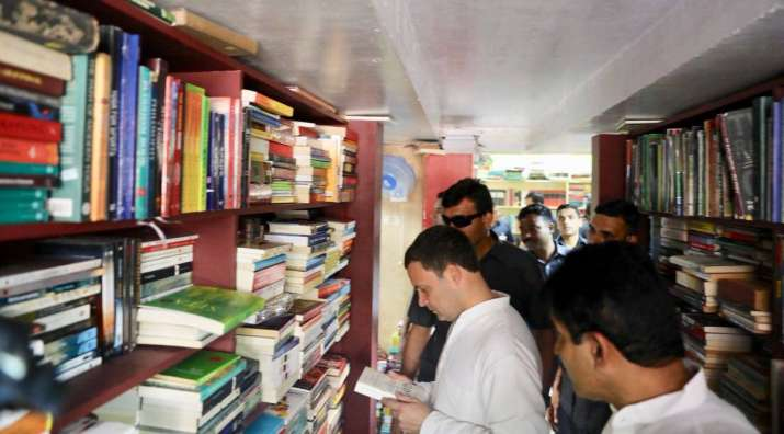 India Tv - Congress President @RahulGandhi takes a break during the Jana Aashirwada Yatre campaign to pick up some books from a bookstore on Church Street.