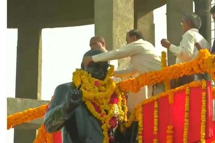 Jignesh Mevani's supporters stop BJP MPs from garlanding