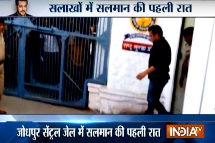 Salman Khan entering Jodhpur Central Jail
