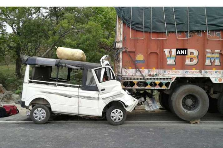 9 dead after van rams truck in Uttar Pradesh's Lakhimpur