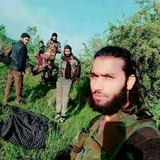 India Tv - The Class 8 dropout, Sameer Bhat, emerged as another poster boy for the Hizbul Mujahideen after the death of Burhan Wani in July 2016.