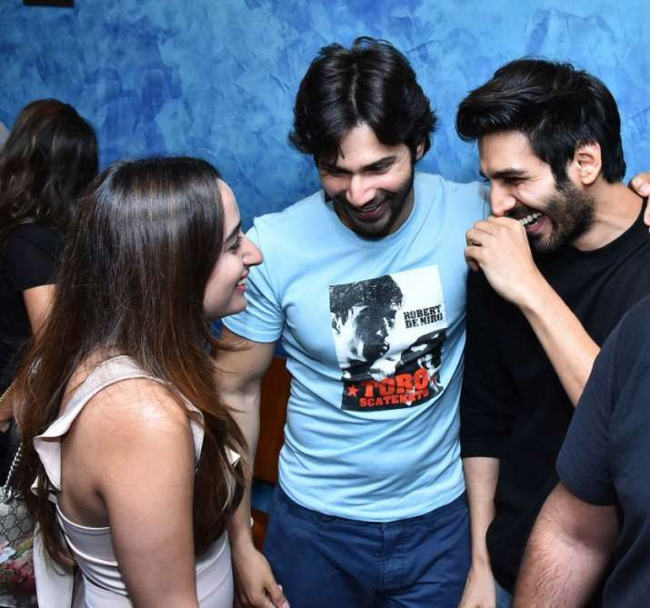 India Tv - Kartik Aaryan with Viral Bhayani during October screening.