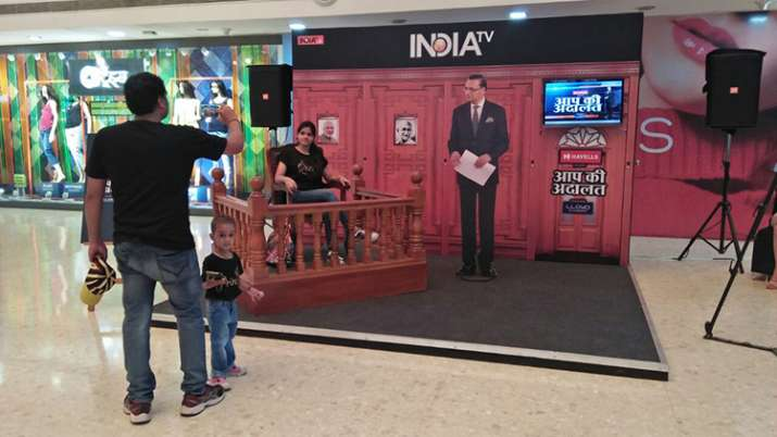 India Tv - India TV audience get photographed  as 'celebrity guests' with 'Rajat Sharma in Aap Ki Adalat'