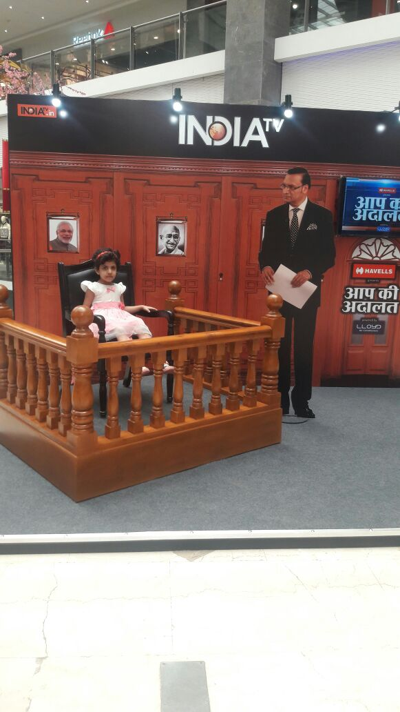 India Tv - People click their pic as celebrity guests with 'Rajat Sharma in Aap Ki Adalat'