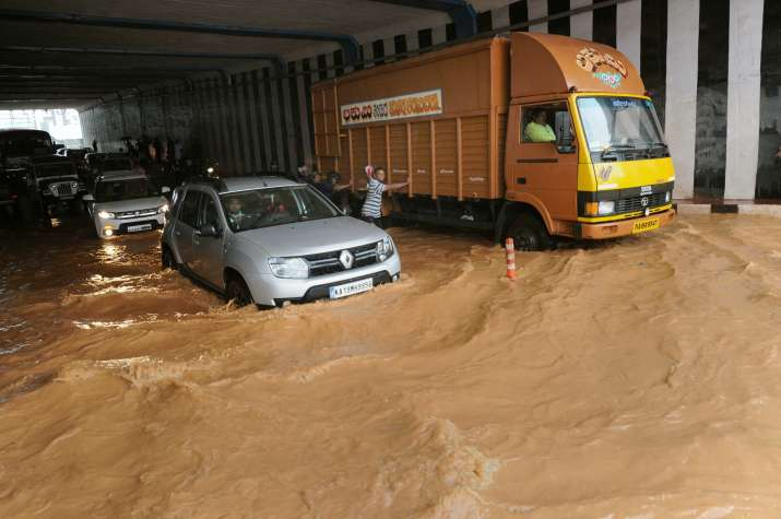 India Tv - Vehicular traffic was badly hit due to water logging.