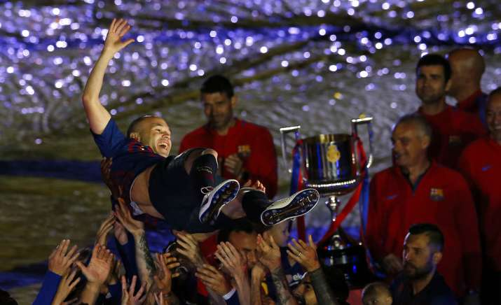 India Tv - Iniesta lifted the La Liga trophy for the final time.