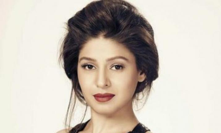 New mom Sunidhi Chauhan shares first picture with her son