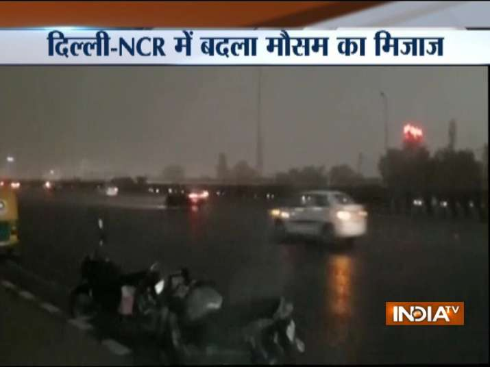India Tv - Rain accompanied by strong winds, dust storm lashes Delhi, NCR
