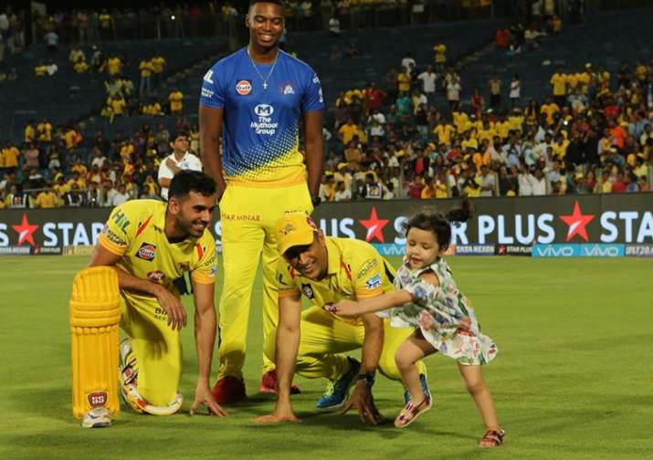 India Tv - Lungi Ngidi, Deepak Chahar, Dhoni and his daughter after the CSK KXIP clash