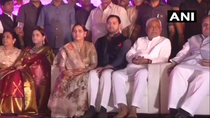 India Tv - Bihar Governor Satya Pal Mallik, Union minister Ram Vilas Paswan, Chief Minister Nitish Kumar and several of his cabinet colleagues, veteran socialist leader Sharad Yadav were there to bless the couple.