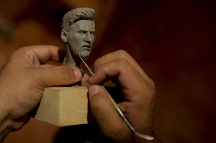 India Tv - Artist Sandro Alzugaray shows his clay model of Lionel Messi at an art studio in Rosario, Argentina.