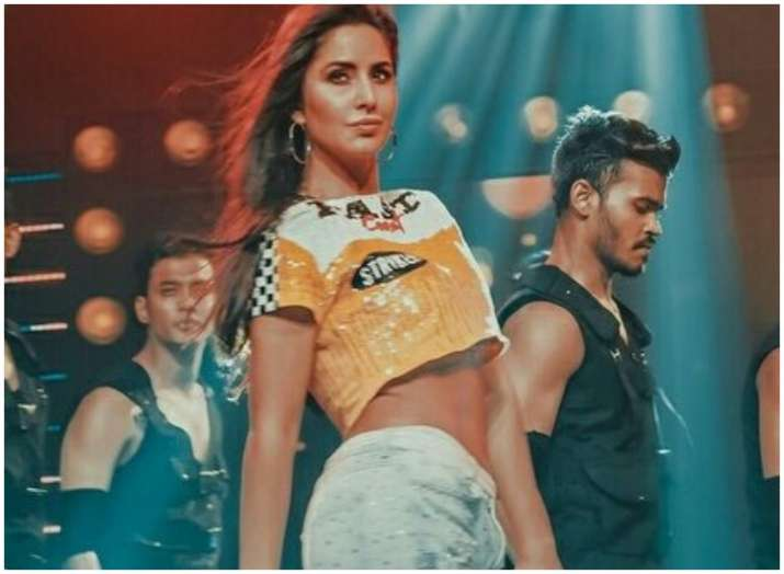 Katrina Kaif flaunts perfect abs at IPL 2018 closing