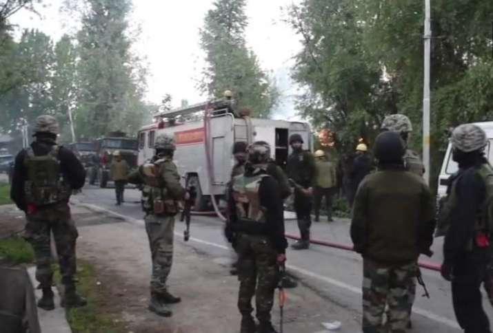 Jammu and Kashmir: CRPF jawan injured during ongoing