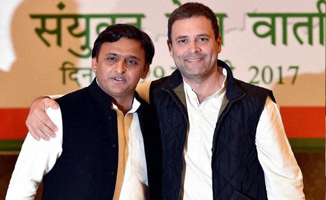 File photo of Akhilesh Yadav with Rahul Gandhi during UP