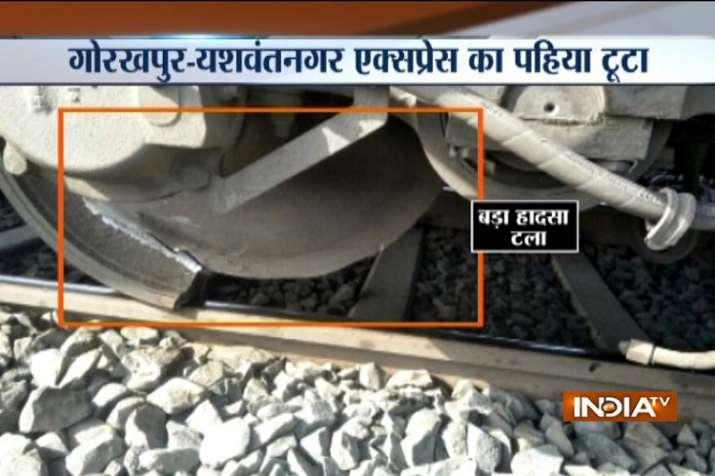 Wheel ofGorakhpur-YashwantnagarExpress broke off near