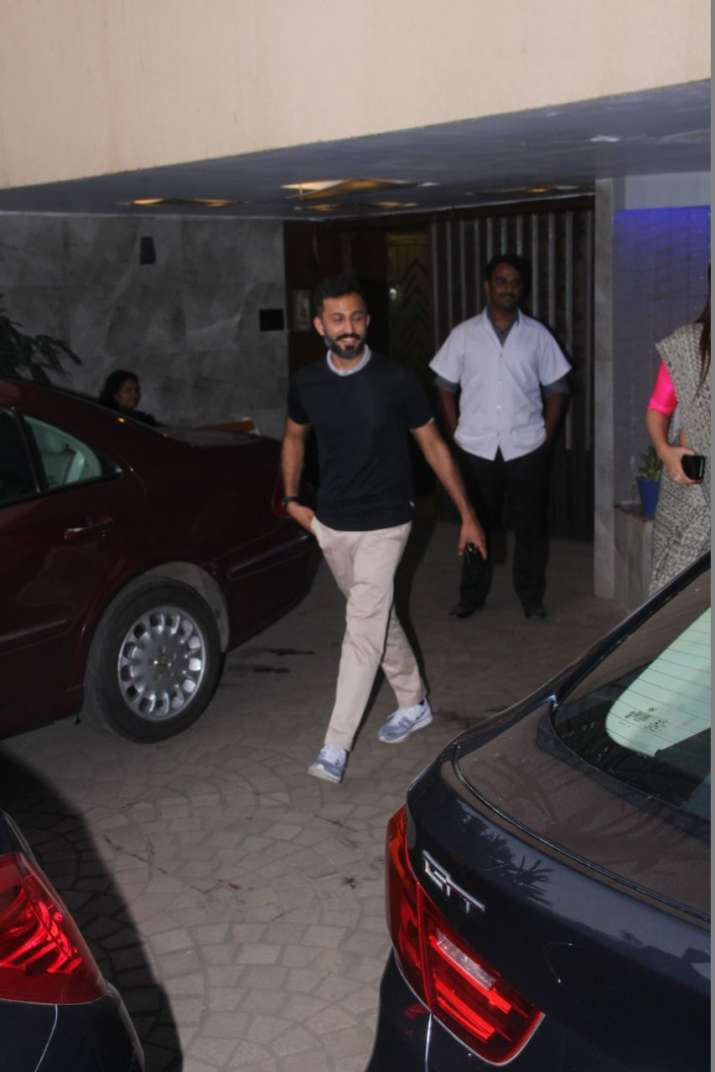 India Tv - Anand Ahuja spotted at a Bandra clinic