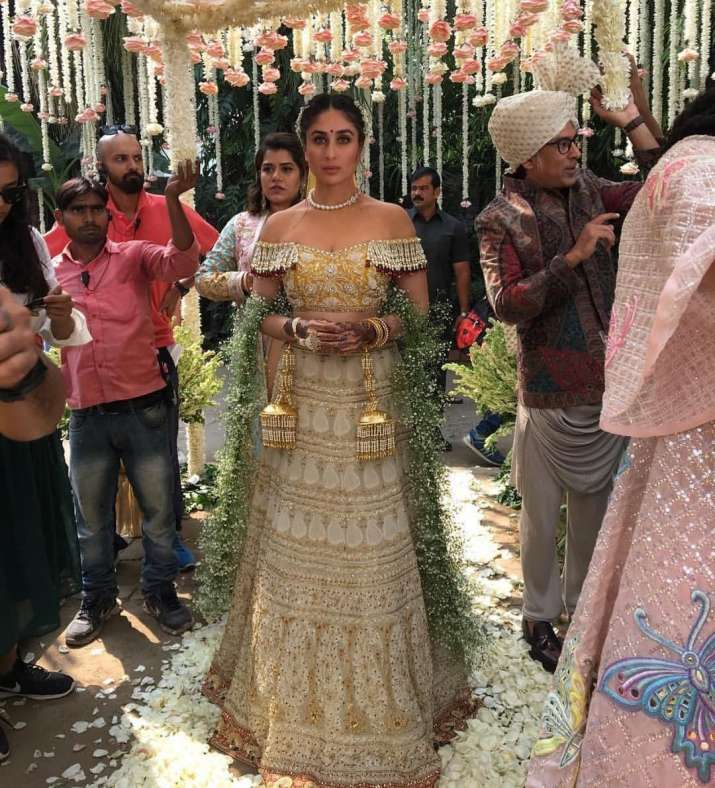 India Tv - Behind-the-scene picture from Veere Di Wedding.