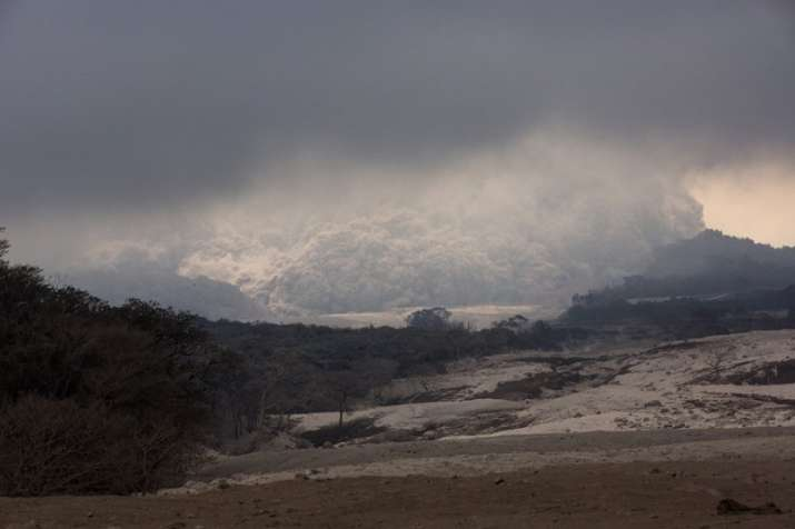 India Tv - Clouds of ash rise from the Volcano de Fuego Escuintla, Guatemala.