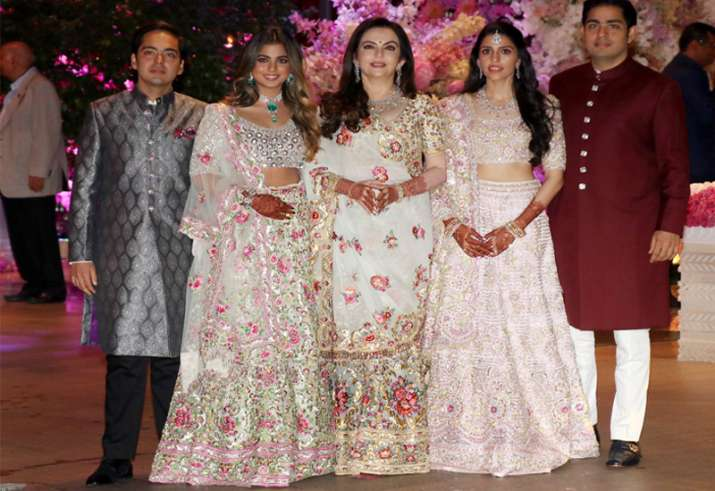 Image result for Not just Big B, but Shah Rukh Khan and Aishwarya Rai also served food to guests at Isha Ambani's wedding