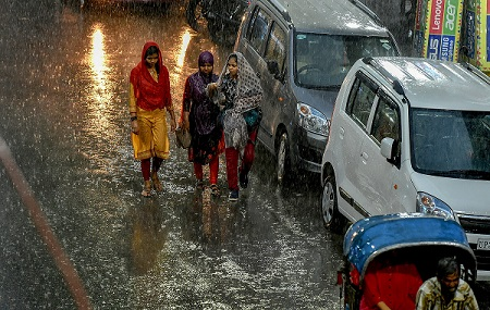 Rains lash several states as Monsoon arrives early, to cover entire