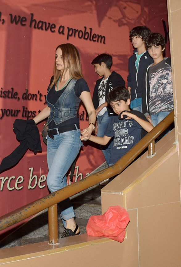 India Tv - Sussanne Khan with kids Hrehaan and Hridaan at a family dinner