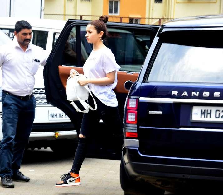 India Tv - Alia Bhatt stepping out of Ranbir Kapoor's car at Brahmastra set